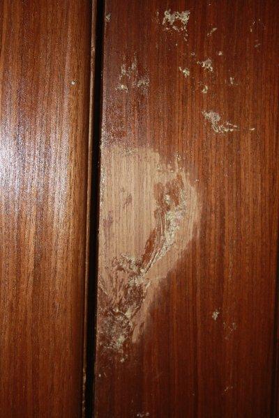 Чем очистить монтажную пену с двери без последствий на поверхности