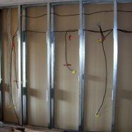 Электропроводка, проведенная под гипсокартоном