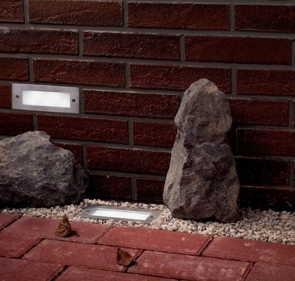 Светильники прямоугольной формы наиболее подходящие для монтажа в стену