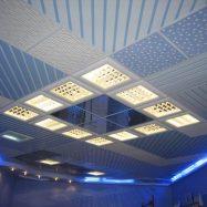 Современные потолки с системой Армстронг не только практичны, но и очень привлекательны внешне