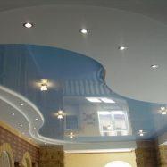 Двухуровневый потолок с подсветкой из гипсокартона и ПВХ пленки