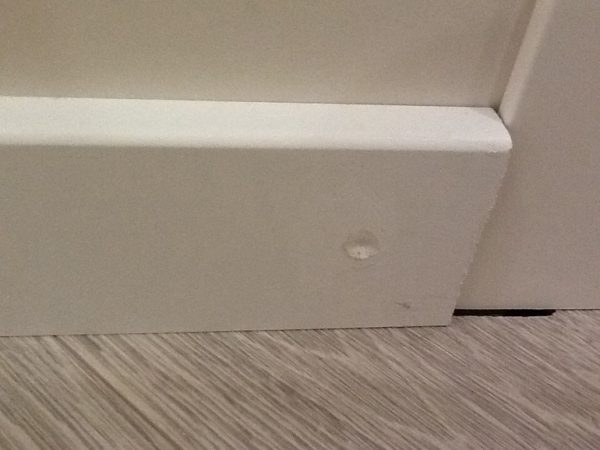 Как правильно прикрепить МДФ-плинтуса к поверхности стен: этапы работ - наш ответ