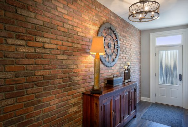 Декоративный кирпич в коридоре стиль лофт