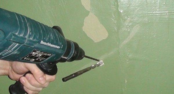 Сверло застряло в стене