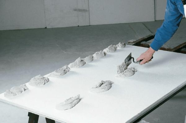 Процесс нанесения клея